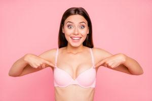 Je montre mes seins en public !